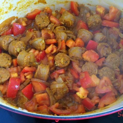 rougail saucisses en cours de cuisson