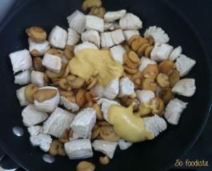 Sauté de dinde, crème, moutarde et champignons (6)