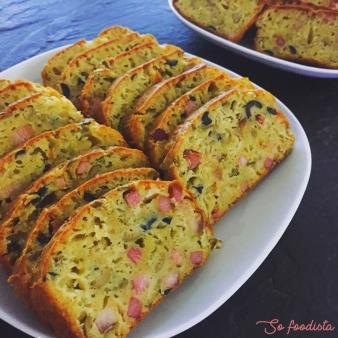 Cake olives vertes et lardons (3).JPG
