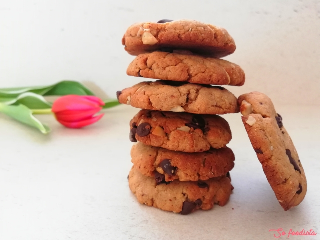 Cookies au beurre d'amande, pépites de chocolat et noix de macadamia (1).jpg