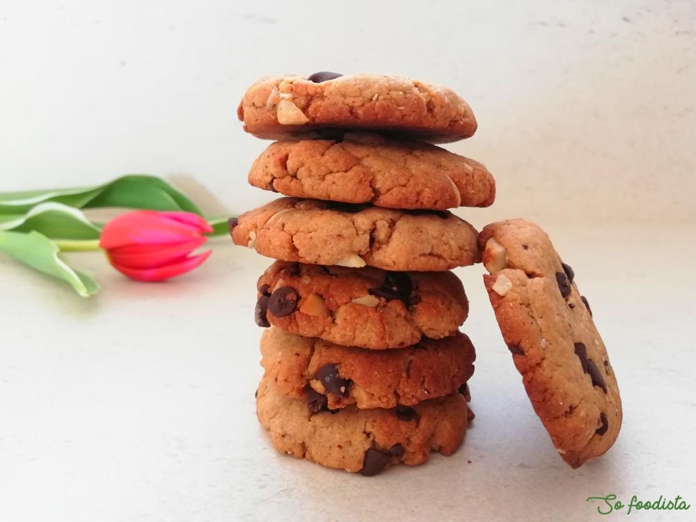 Cookies au beurre d'amande, pépites de chocolat et noix de macadamia (2).jpg