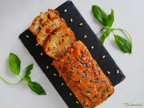 Cake aux tomates séchées, chèvre et basilic (10).jpg